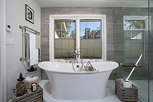 Tubs for Two: Master Bathrooms with Luxurious Bathtubs