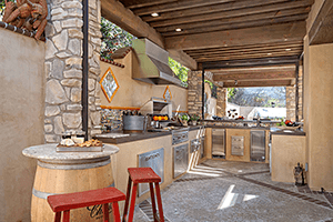 Entertaining in Your Outdoor Living Space with an Outdoor Kitchen