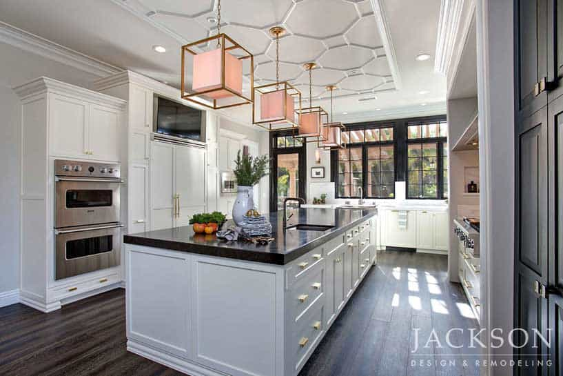 This Magnificent Kitchen Expresses A Graceful Chic That Fully Embraces The  Roomu0027s Incredible Views.