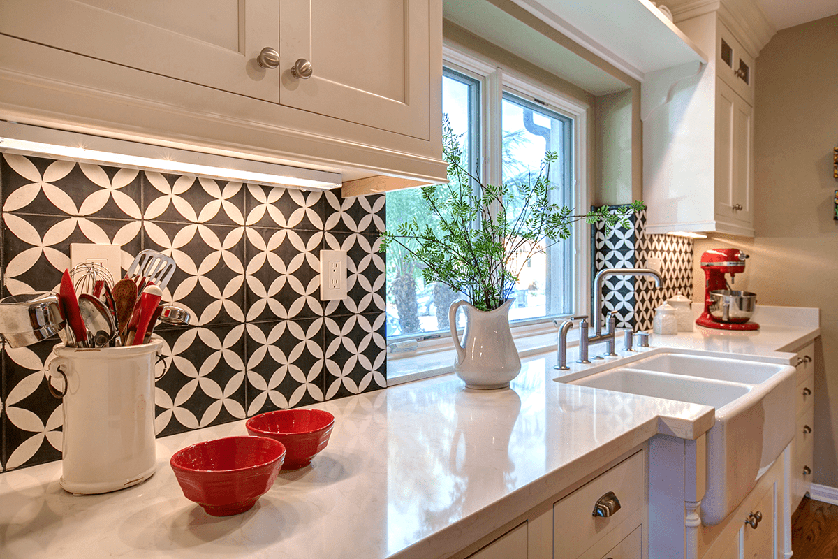 It's All About That Gleam: Celebrating #NationalTileDay with Stylish Kitchen Backsplashes