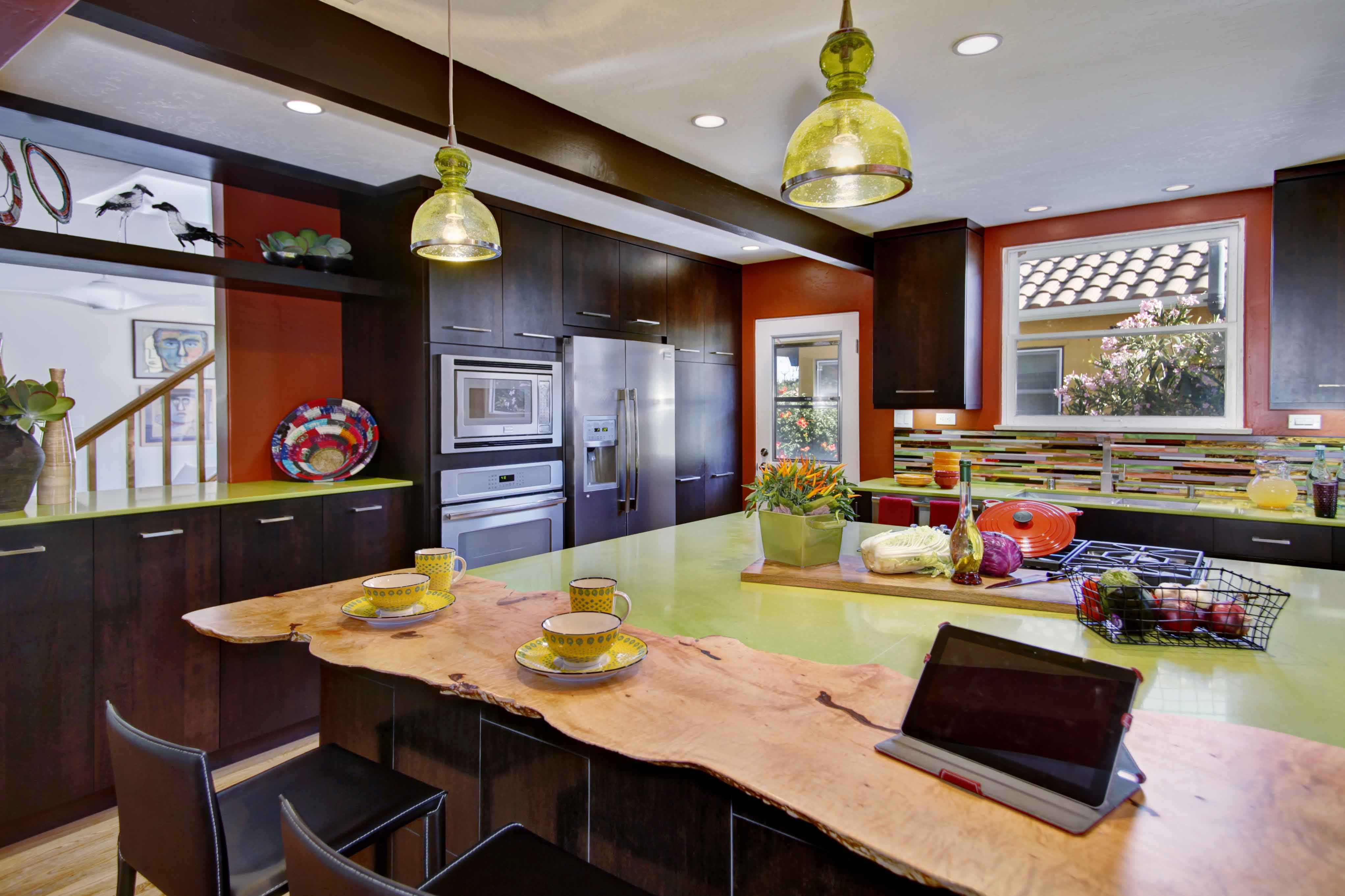 Island Cooktops Central To An Open Kitchen And Dining Space